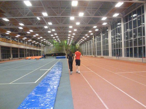 снижать возбудимость в предстартовые дни следует ежедневным длительным бегом и ходьбой по утрам и включением такой работы в основные тренировочные занятия