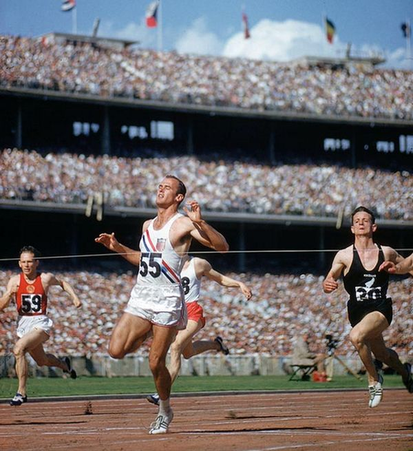 Лучший спринтер на 200-метровой дистанции олимпийский чемпион Мельбурна американец Бобби Морроу