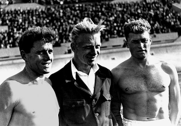 Братья Знаменские и их тренер В. Стеблов. 1934 год