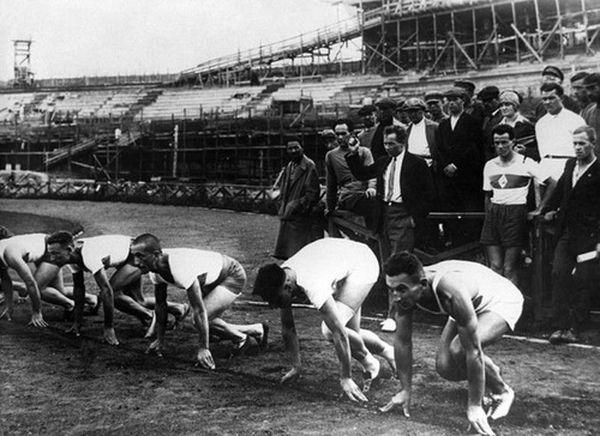Первая очередь динамовского стадиона была построена к первому самому массовому и комплексному спортивному соревнованию страны