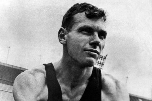 Сэр Питер Джордж Снелл MBE (англ. Peter George Snell, 17 декабря 1938, Опунейк, Таранаки, Новая Зеландия) — знаменитый новозеландский бегун